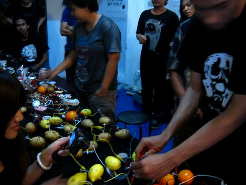 creating electricity from lemons, oranges and potatoes