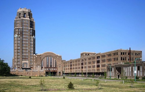 Buffalo Central Terminal (by: Dave Pape, public domain via Wikimedia Commons)