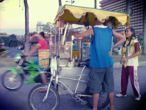 Street vendor at Manila Bay by cldizon09