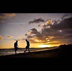 Soccer Sunset (Igor V. Ahn) Tags: sunset foot lumire nuage coucherdesoleil d90 beachsoccer footplage igorahn