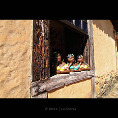 Trio (La.soares) Tags: brazil minasgerais window brasil canon eos 7d janela uwa bichinho ultrawideangle namoradeira tokina1116mm atx116prodx