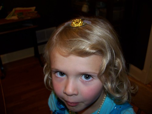 Q5 crown on head