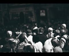 4417 - Edinburgh Festival Fringe 2011 (motion-images) Tags: uk people blackandwhite bw contrast scotland edinburgh dof crowd depthoffield