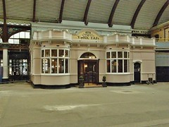 'The York Tap' Bar at York Railway Station, UK. (allan5819 (Allan McKever)) Tags: uk england food building beer station pub drink yorkshire platform ale realale publichouse licenced yorktap