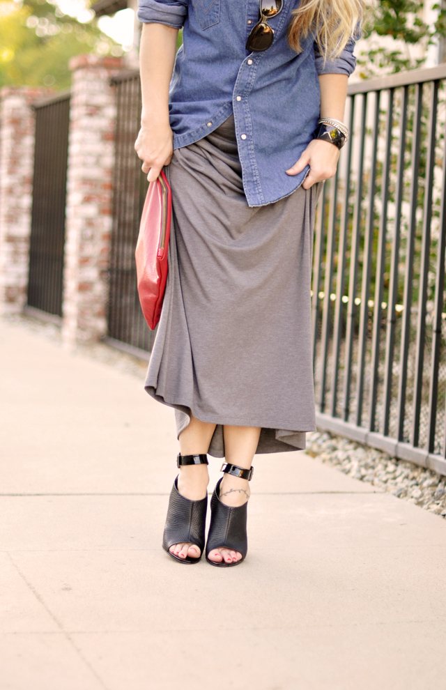 tank dress-vintage denim shirt -black ankle wedges-red clutch