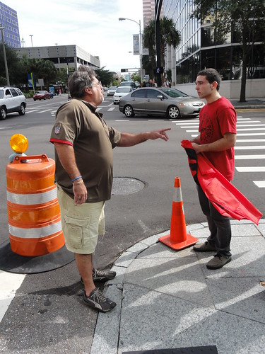 Man with Che flag gets confronted by Cuban guy