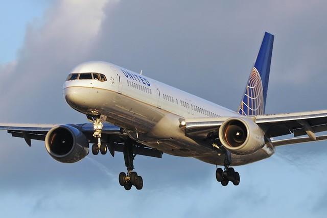 United Airlines Boeing 757-222 (N522UA)