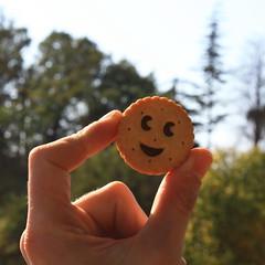 Mettre la main  la pte ....! (LILI 296 ...) Tags: smile main humour doigt sourire gteau canoneos450d