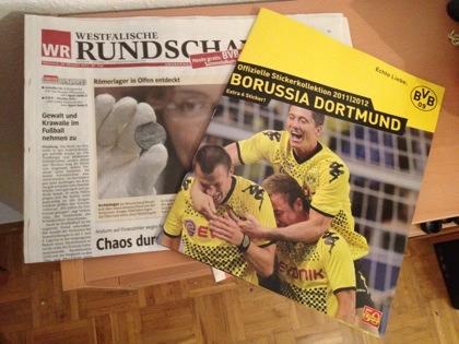 Westfälische Rundschau (WR) vom 26.10.2011 mit Sammelalbum Borussia Dortmund (BVB) von Panini