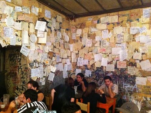 Santiago de Chile | La Piojera | Mensajes en la pared