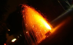 fontaine de lumire (Adrakk) Tags: india festival fireworks cracker diwali firecracker ptard inde feudartifice pataka dipavali
