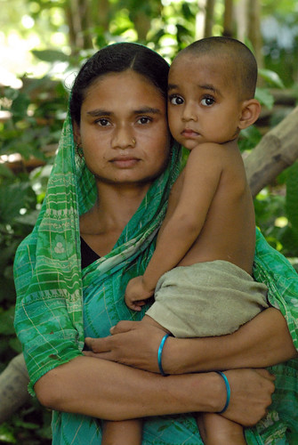 A fisherwoman and her child, Bangladesh. Photo by WorldFish, 2006