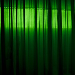 in sight and occult (estiu87) Tags: cortina interior curtain greenlight inside vorhang grüneslicht urbandetails archshot llumverd