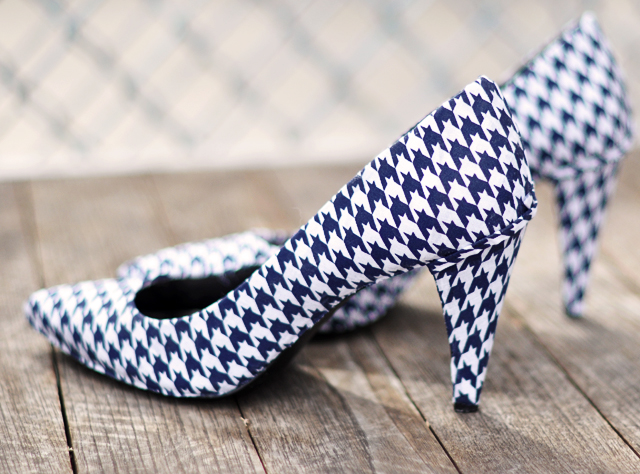houndstooth shoe diy - covering shoes with fabric-houndstooth