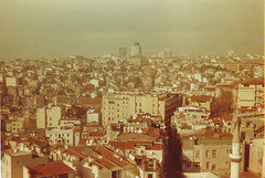 The European side (stanbul) (josemanuelerre) Tags: city trip travel viaje houses sky house film 35mm buildings turkey landscape casa edificios europe cityscape kodak side ciudad paisaje pile cielo sight vistas casas heap istambul parte viajar estambul galata turqua analogic analgico retinas1 amontonar