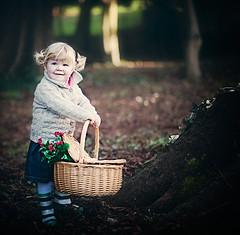 (...Aga) Tags: portrait woods child basket retrato alexandra asquaresuperstarstemple