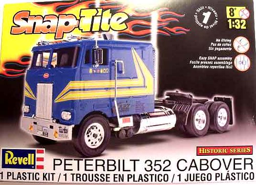 Peterbilt 352 COE Cabover SnapTite 1/32 Revell 85-1964 Review