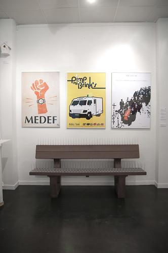 affiches et banc anti-pigeon