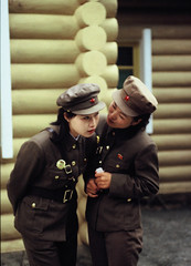 Whisper...whisper... (Frhtau) Tags: girls woman soldier uniform north korea guards guides dprk nordkorea soldatinnen