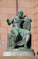 Homer (O!i aus F) Tags: statue bronze deutschland homer osm universität freiburg baden sonne breisgau badenwürttemberg k7 südbaden aristoteles kollegiengebäude kollegiengebäudei universitätfreiburg
