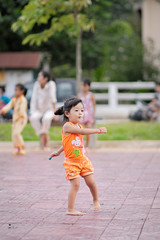 Petite danseuse - Kampot (Cambodge) (Pierre Gaz) Tags: cute asia cambodge cambodia child dancing asie gym enfant kampot danceuse gaz pierregaz kampott