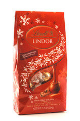 Lindt Lindor Holiday Spice Milk Chocolate Truffles Bag