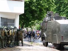 Es guerra (nerraz) Tags: libertad riot carabineros desorden molotov lucha piedras marcha educacion encapuchados pacos represion guanaco democracia destrozos desmanes lacrimogena