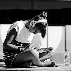 Perdue dans la musique....et tout le monde est disparu autour d'elle (Paolo Pizzimenti) Tags: paris film paolo olympus fille zuiko ronis musique e5 vendome artiste casque cahier étudiante pellicule jeunnesse