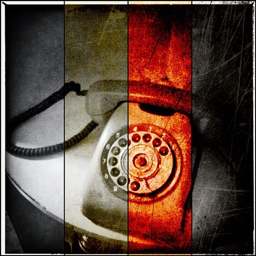 TALIPUNOPATJAMAN #nucis #iphonesia #hipstamatic #stilllife #diptic #scratchcam #instasunda Kriiiing halo ..., Salah sambuuuung !!!!!