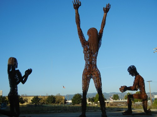 Giant metal sculptures in West Oakland: amazing!