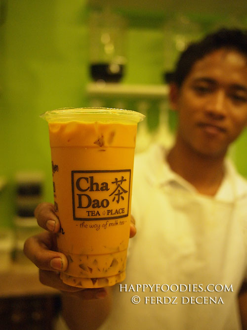 Serving a Cha Dao Milk Tea