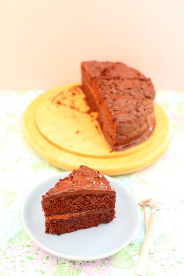 Eggless Chocolate Ganache Cake
