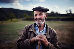 (David Guimares) Tags: old portrait man classic portugal 35mm dof village bokeh shepherd wide fafe luilhas