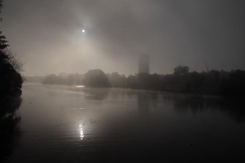 2011-10-16 172 v1 London Royal Parks Serpentine in Fog