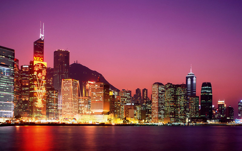 Hong_Kong_Skyline_in_the_Evening