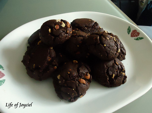 Chewy Chocolate Burnt Almond Cookies