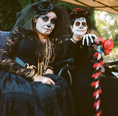 Daughter and Mother (susan catherine) Tags: cemetery dayofthedead hollywood forever diasdelosmuertos yashica medformat mat124g