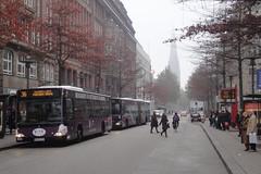 Mnckebergstrae (individual8) Tags: road street november trees bus station fog germany hamburg platform 2011 moenckebergstrasse