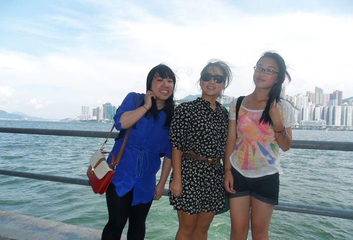 Sisterly love at Hung Hom