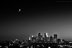 - Crescent - (jpnuwat) Tags: city longexposure bw moon minnesota night dusk minneapolis dsc7681