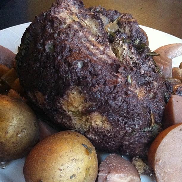 Sunday seitan roast with red wine