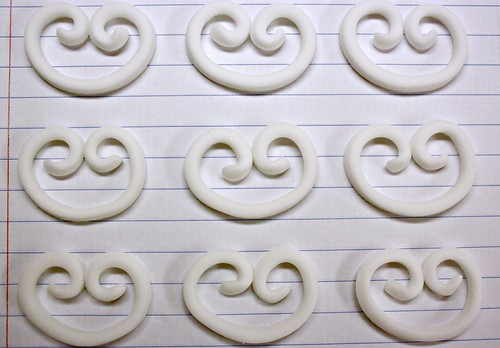 Quick and easy fondant scrolls...