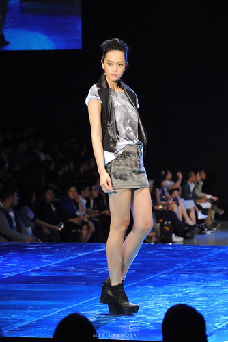 Oxygen: Philippine Fashion Week Spring Summer 2012