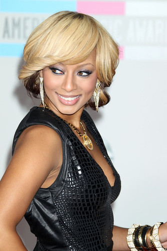 Crazy fan runs on stage and tries to kiss keri hilson