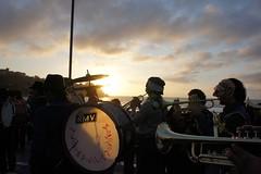 Banda Chinchintirapié (oskenund) Tags: atardecer mar cartagena máscara músicos chinchinero chinchintirapie carnavalporlatierra2011
