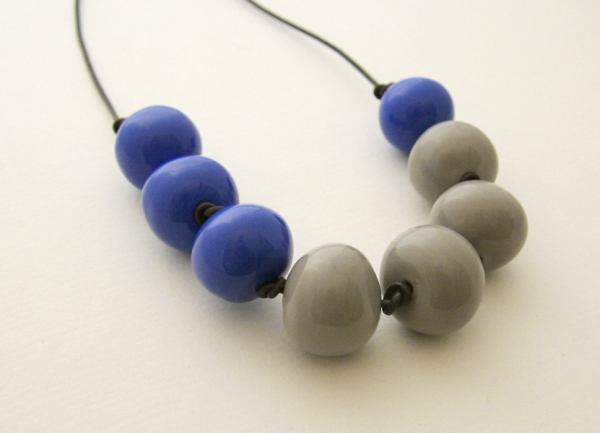 Bubble necklace in blue and grey