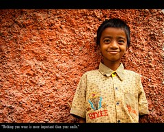 """Nothing you wear is more important than your smile."" (Pattugrapher) Tags: street portrait people india hyderabad dhoolpet"