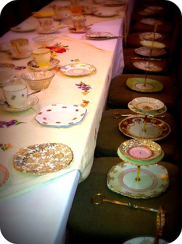 Krystalynn designed the twotiered wedding cakes vintage wedding cake plates