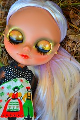 xanadu (cybermelli) Tags: white trash hair gold carved eyes doll sleep euro painted tan highlights lips blythe custom streaks lids eurotrash eyelids rbl reroot keelie faceup shershe keelienicole