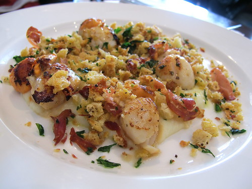 Seared scallops, parsnip puree and pancetta crumble